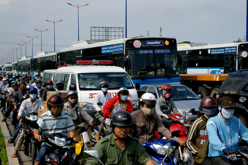 Nhiều người Việt quyết không nhường đường xe cứu thương