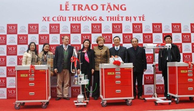 Trao tặng xe cứu thương cho các bệnh viện Hà Giang