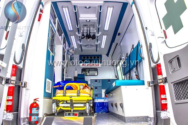 xe cứu thương Mercedes Sprinter